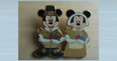 Micky & Minnie Mouse Pin Badge